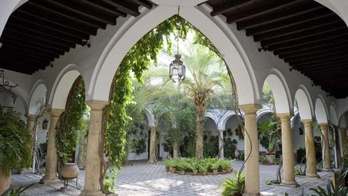 Panorámica de uno de los patios del Palacio de Viana.