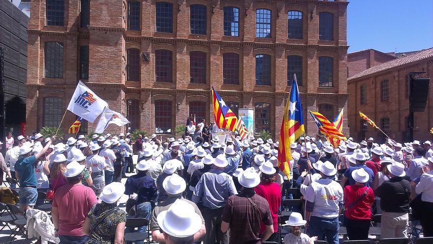 """Trias evita parlar """"d'independència"""" davant d'un públic amb banderes estelades / JORDI MOLINA"""