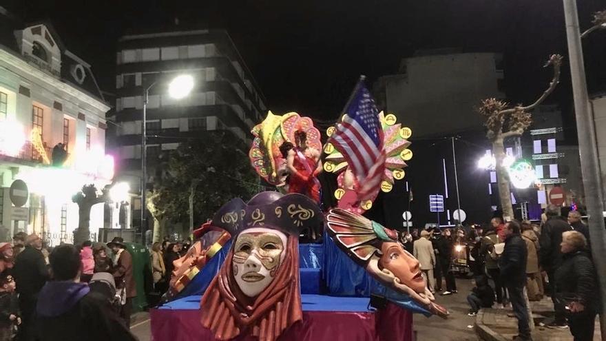 El desfile de carnaval congrega a 8.000 personas en la Alameda Miramar