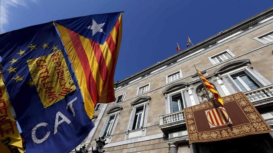 CDC Y ERC firman un preacuerdo que prevé la declaración de independencia en 18 meses