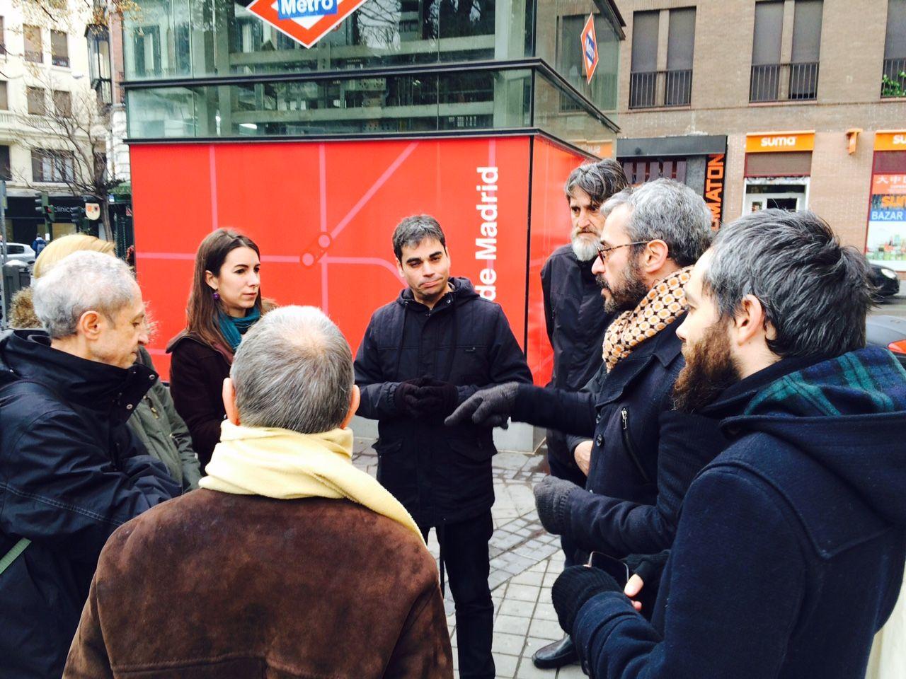 García Castaño, junto a vecinos de Malasaña, en la presentación de la actuación en Amaniel | AYUNTAMIENTO DE MADRID