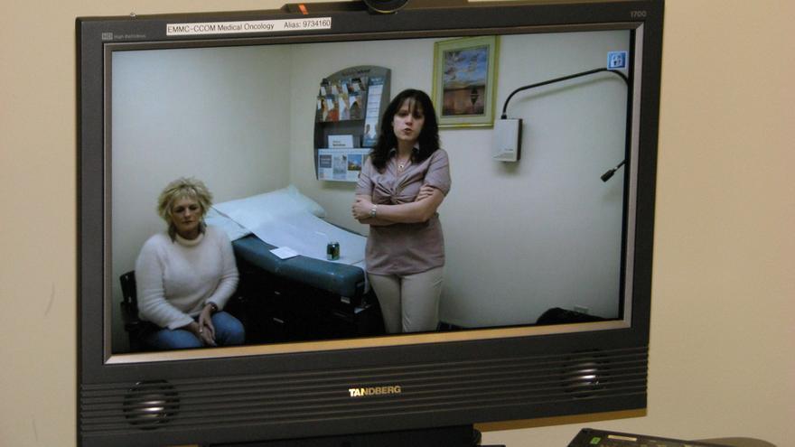 Las videoconsultas permiten que algunos centros de salud contacten con hospitales de referencia