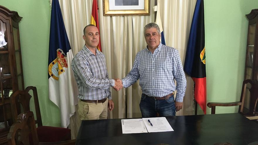 El Ayuntamiento de Fuencaliente y Verimax Telecom han firmado un acuerdo.