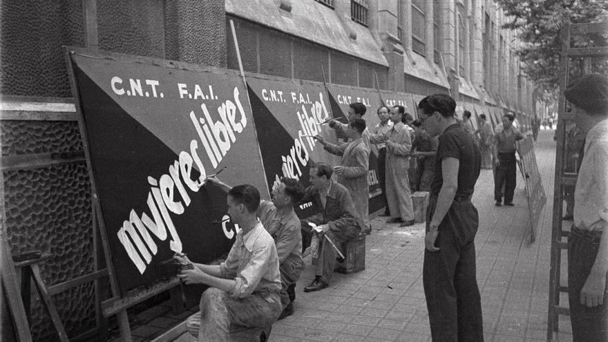 Cartelistas de la CNT-FAI en Barcelona.