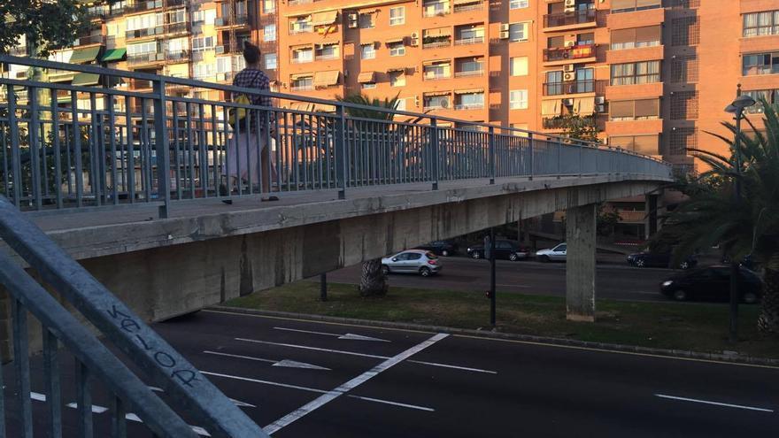 Una de las pasarelas peatonales que se eliminarán