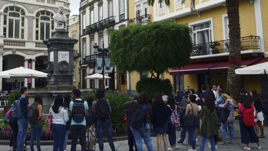 La ruta continúa por la Plaza de Cairasco. (Eva González).