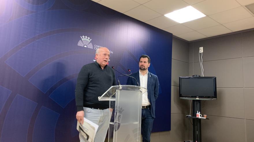 El representante de las Plataformas en Defensa de la Sanidad Pública de Castilla y León, Luis Ocampo, y el secretario general autonómico del PSOE, Luis Tudanca.