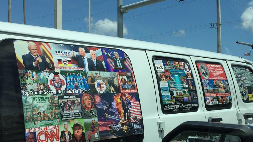 Fotografías de la que podría ser la furgoneta del detenido como presunto autor de las bombas enviadas en EEUU.
