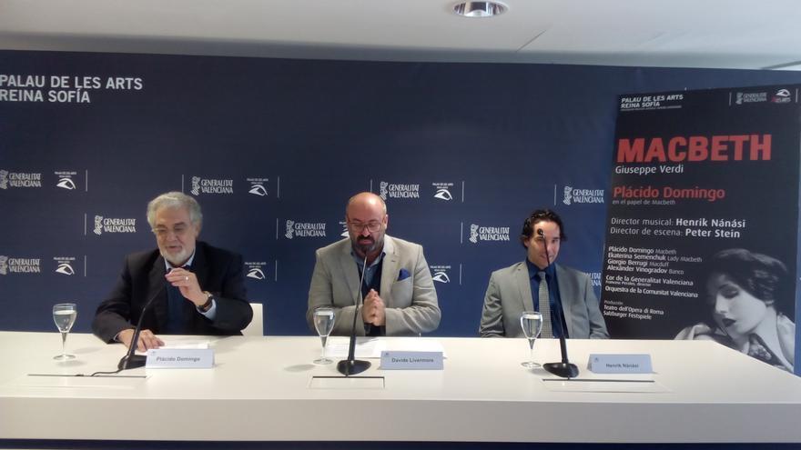Plácido Domingo, David Livermore y Henrik Nánási