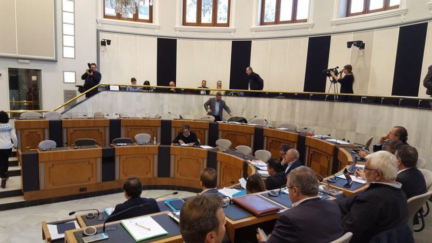 La oposición abandonó el pleno de la Diputación al saltarse dos mociones críticas con el PP