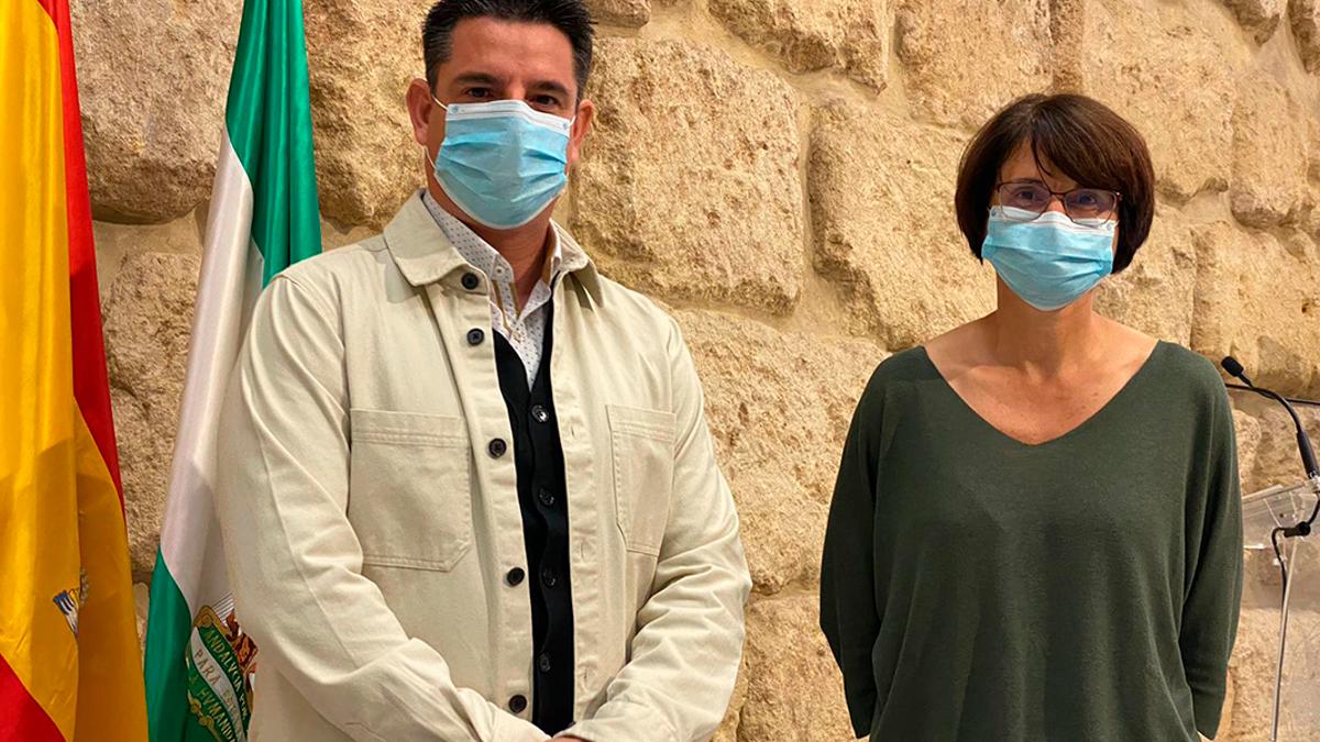 Los concejales de IU Pedro García y Amparo Pernichi.