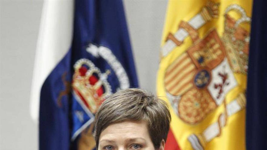 Elena Hernández interviene en la comisión de Presupuestos y Hacienda del Parlamento de Canarias, para superar la idoneidad para el puesto de Consejero de la Audiencia de Cuentas.
