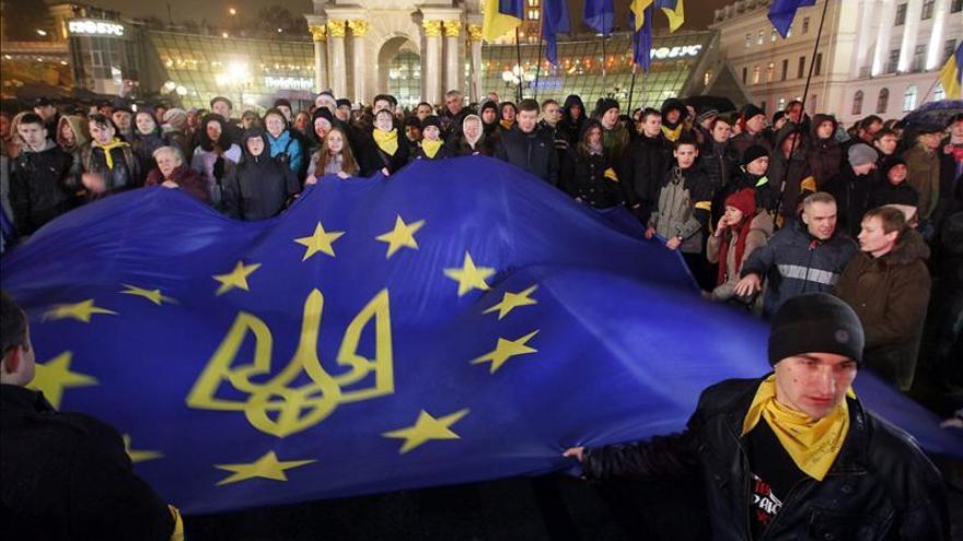 Miles de ucranianos marchan en Kiev contra la renuncia al acuerdo con la UE