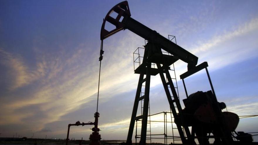 El petróleo alternó ganancias y pérdidas, para finalmente descender levemente pese al optimismo sobre el esperado acuerdo comercial de fase uno entre China y EE.UU.