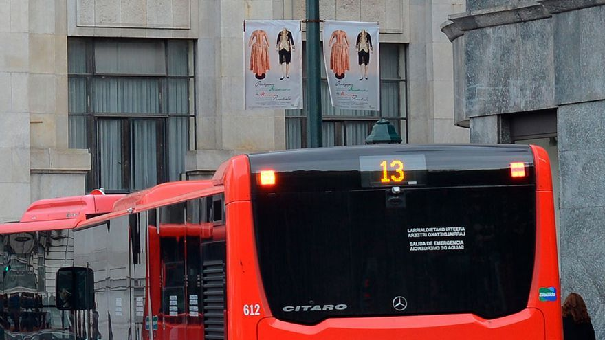 Un autobús de Bilbobus circula por la capital vizcaína. Foto: Ayuntamiento de Bilbao