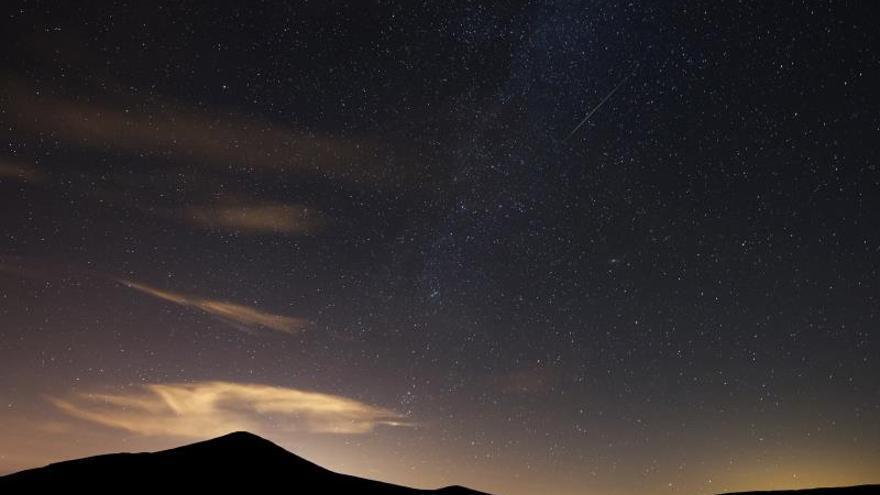 La luna llena deslucirá la primera lluvia de estrellas del verano