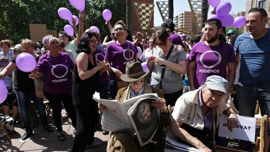 El economista Vicenç Navarro en el acto de Barcelona en Comú (Foto: Enric Català)