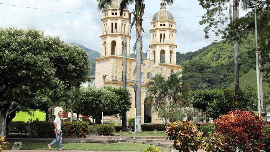 """""""Quiero encontrarlo y descansar"""", el drama de la desaparición en Colombia"""