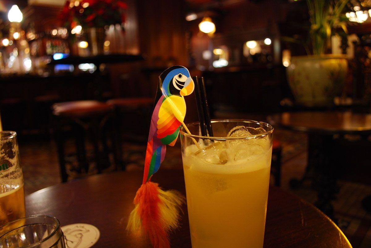 Cóctel Lu con lorito_Malasaña a mordiscos_Corazón Bar