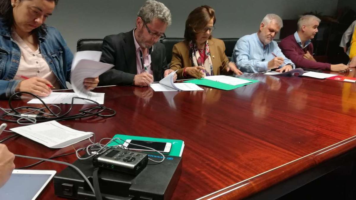 Firma del acuerdo sobre carrera profesional, en mayo de 2019, entre la Junta y los sindicatos CCOO, CSIF, UGT y Sgtex