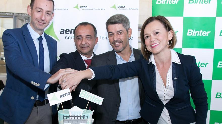 Imagen del acto oficial de estreno de la nueva ruta aérea con Vigo