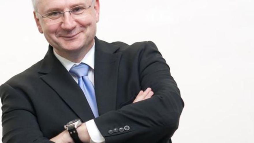 El político ultraderechista suizo Andreas Glarner.