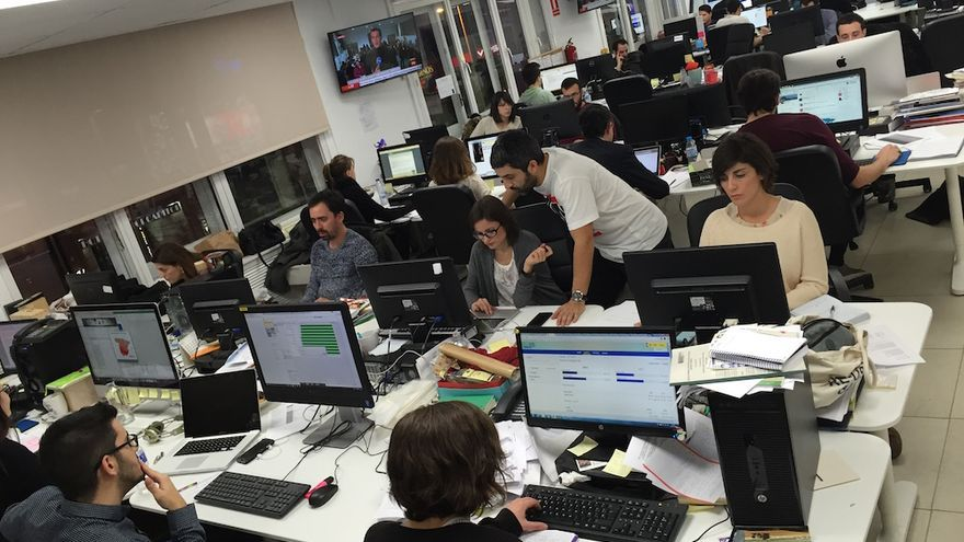 La redacción de eldiario.es trabajando durante las Elecciones Generales del 20D