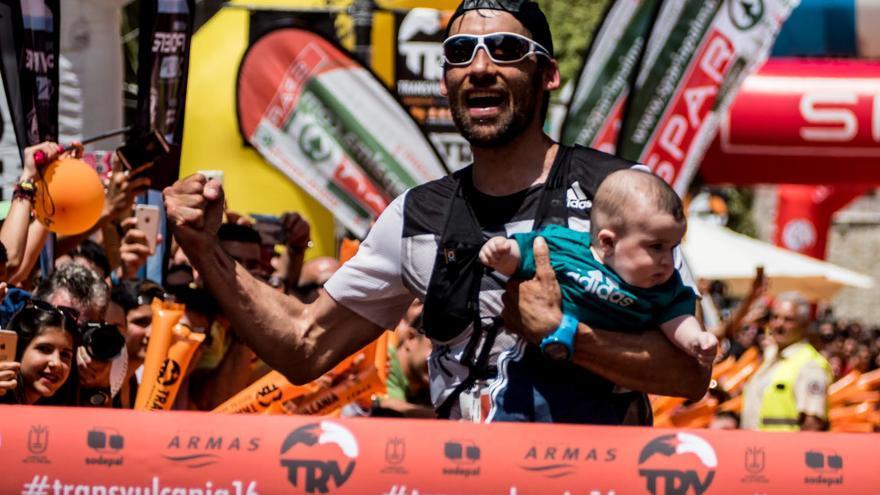 Luis  Alberto Hernando llegando a la meta. Foto: Tranvulcania.