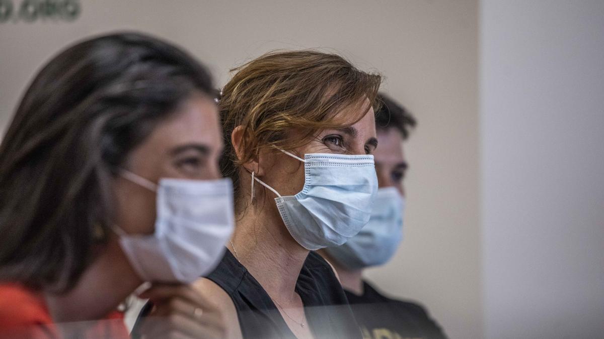 Mónica García junto a Pablo Gómez Perpinyà y Manuela Bergerot Uncal.