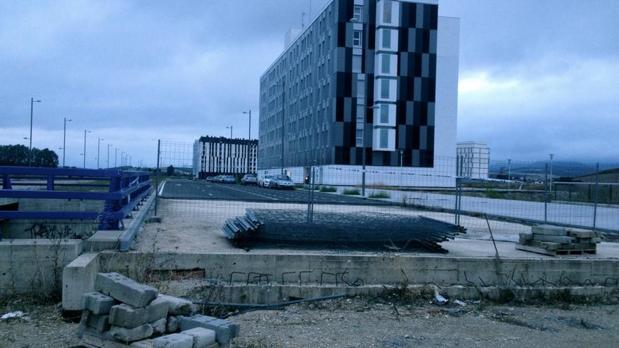Imágenes actuales del estado de las obras del acceso hacia la Avenida Bruselas desde la rotonda de Elorriaga.