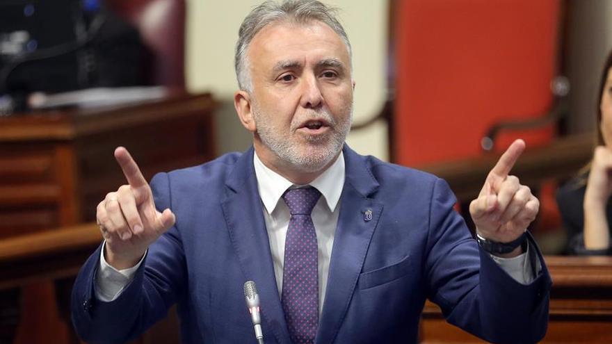 El presidente de Canarias, Ángel Víctor Torres, durante una de sus intervenciones en un pleno del Parlamento regional.