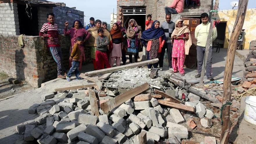 Pakistán acusa a India de más de cien violaciones del alto el fuego este año