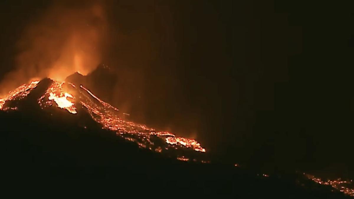 Derrumbe del la cara norte del cono del volcán durante la madrugada de este sábado