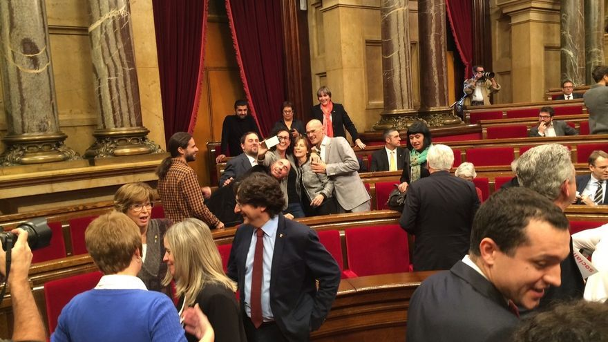 Diputados en el Parlament de Catalunya antes de la constitución de la Cámara
