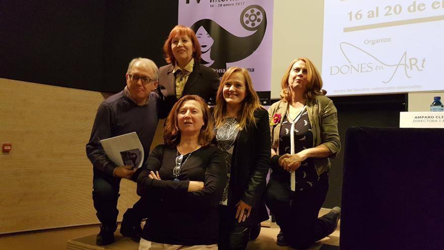 Antonia Bueno, Giovanna Ribes, Victoria Cano y Amparo Climent, organizadoras del festival, junto al director del IVAC, Abel Guarinos