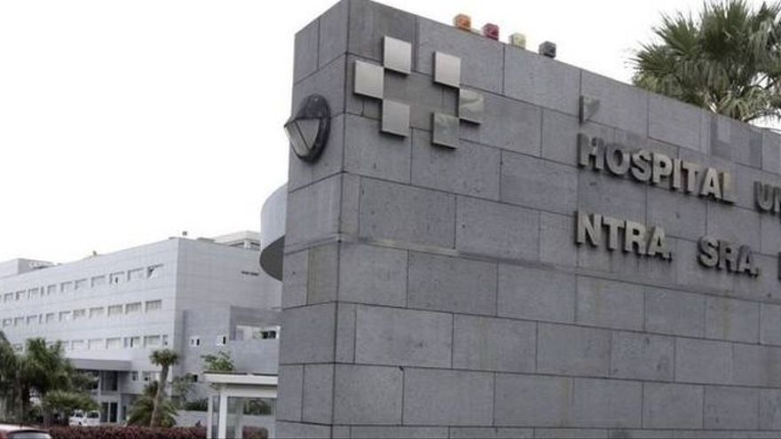 Acceso principal al hospital de la Candelaria, en Ofra (Santa Cruz)