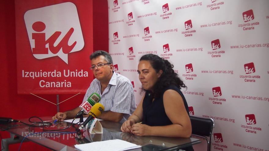 Germán Santana y Pino Sánchez durante la rueda de prensa de IUC.   Carlota VE