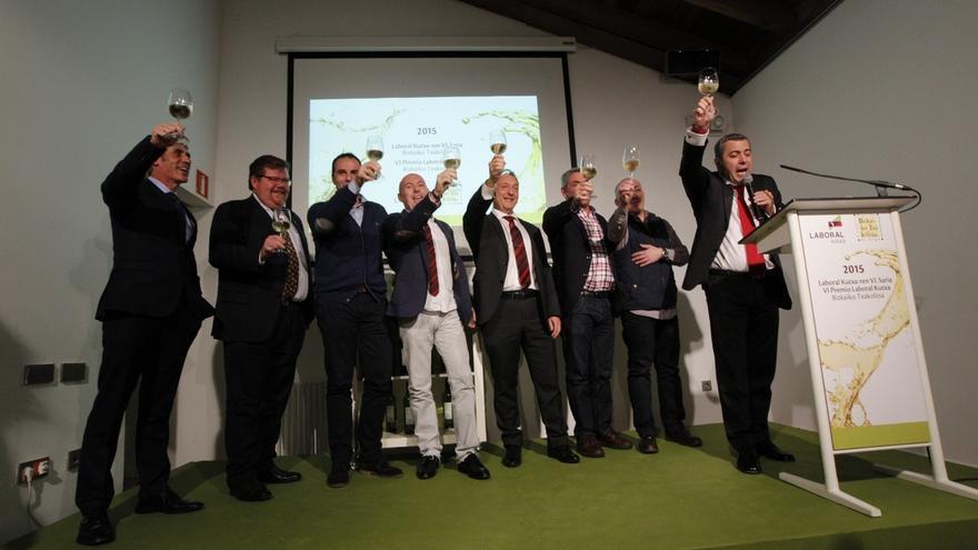 El restaurante La Fábrica de Juan y el bar Atarrabi, ganadores de los Premios Laboral Kutxa-Bizkaiko Txakolina