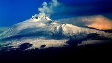 El Etna se desliza lentamente hacia el mar