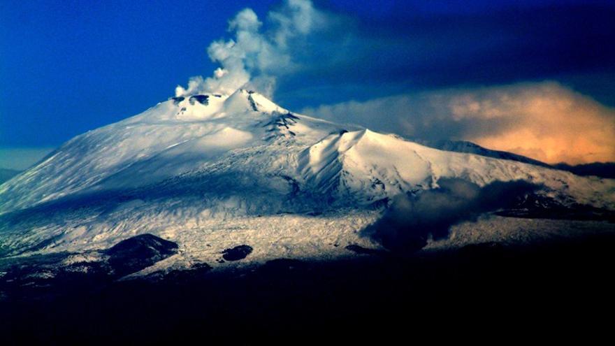Volcán Etna (Wikipedia).