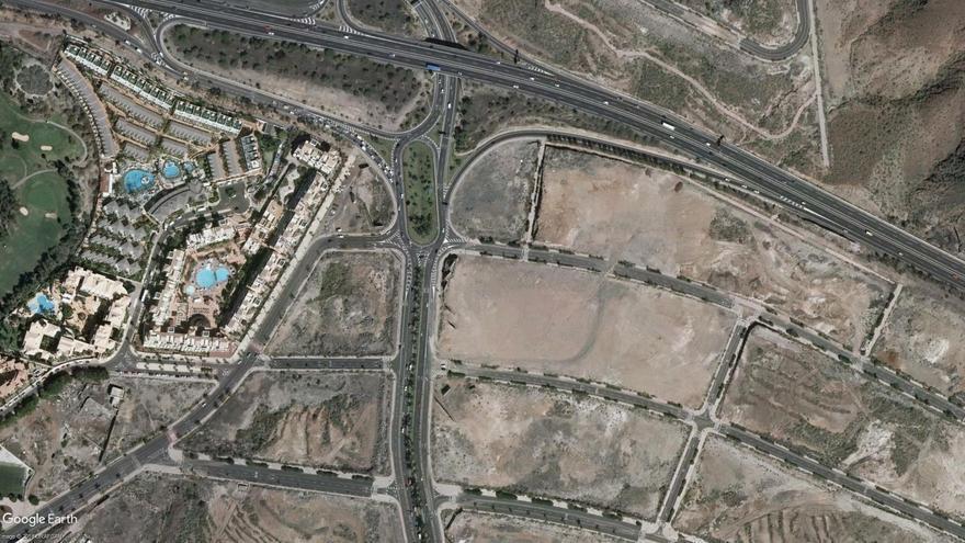 Vista aérea de la red viaria actual en el acceso principal a Los Cristianos desde la TF-5