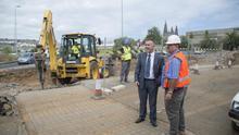El consejero de Obras Públicas del Cabildo de Gran Canaria, Ángel Víctor Torres, visita las obras de la rotonda de Arucas.