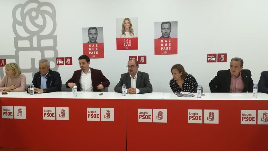 Javier Lambán, en el centro, al comienzo de la Ejecutiva regional del PSOE Aragón