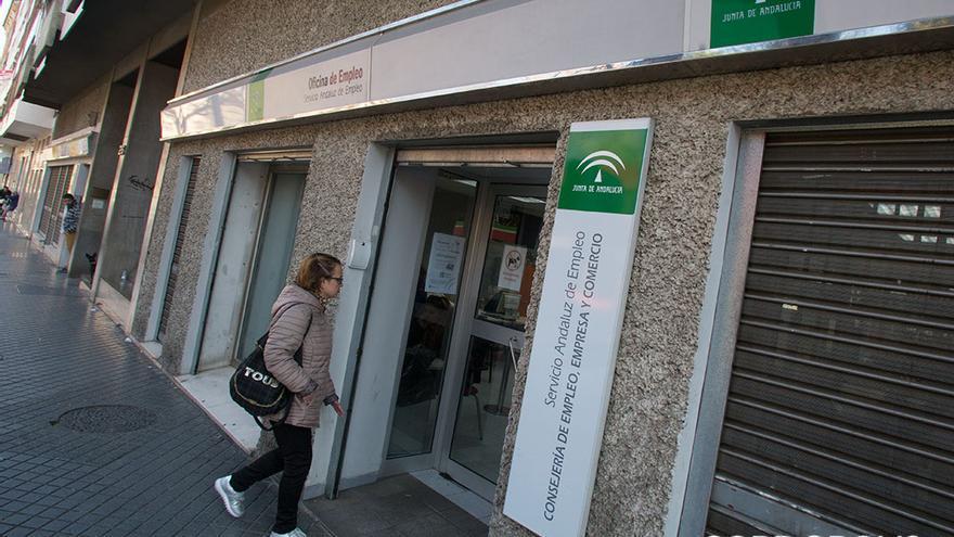 Oficinas del Servicio Andaluz de Empleo / MADERO CUBERO