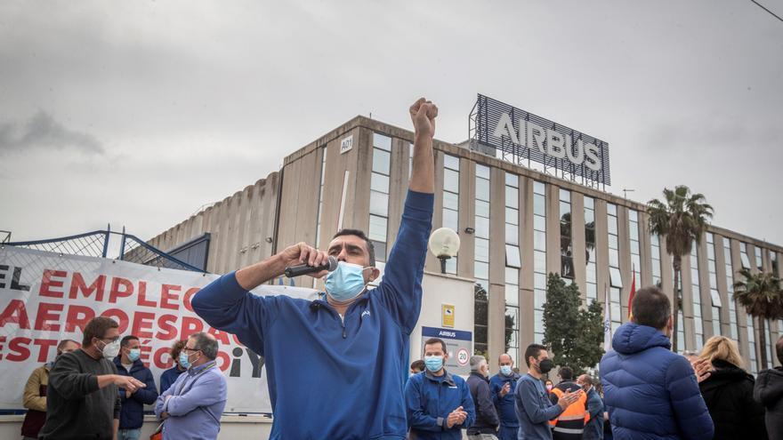 """Trabajadores de Airbus piden a la empresa """"cordura"""" y anuncian una huelga"""