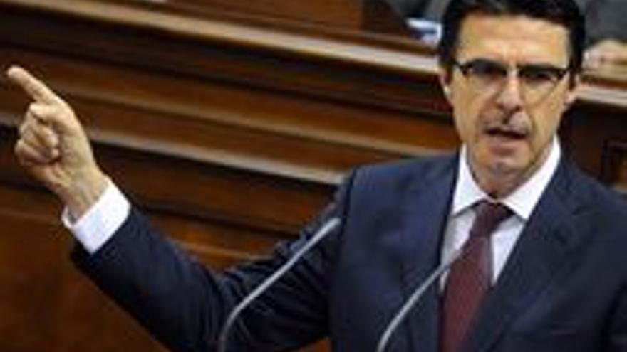 José Manuel Soria, en el Parlamento regional.