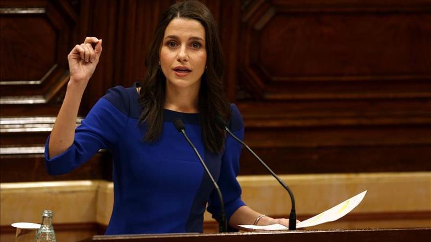 """Arrimadas reprocha a Podemos que """"compre el discurso de los nacionalistas"""""""