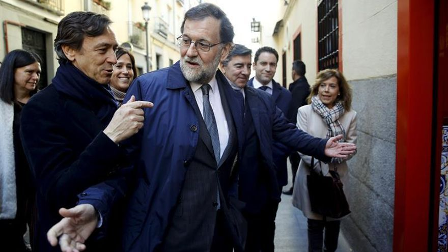 """Rajoy festeja la Navidad con diputados del PP con unas cañas en el """"Mariano"""""""