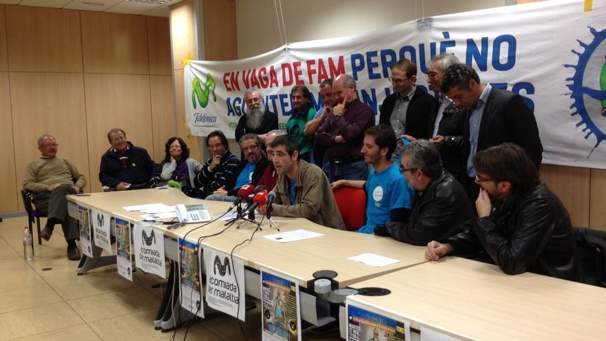 Los cuatros trabajadores de Telefónica en huelga de hambre, en su día 23, apoyados por sindicatos, movimientos sociales y partidos de izquierda.