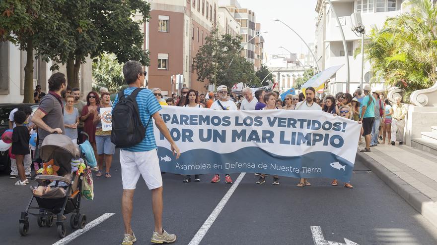 Pancarta central de la movilización de este sábado en la capital tinerfeña